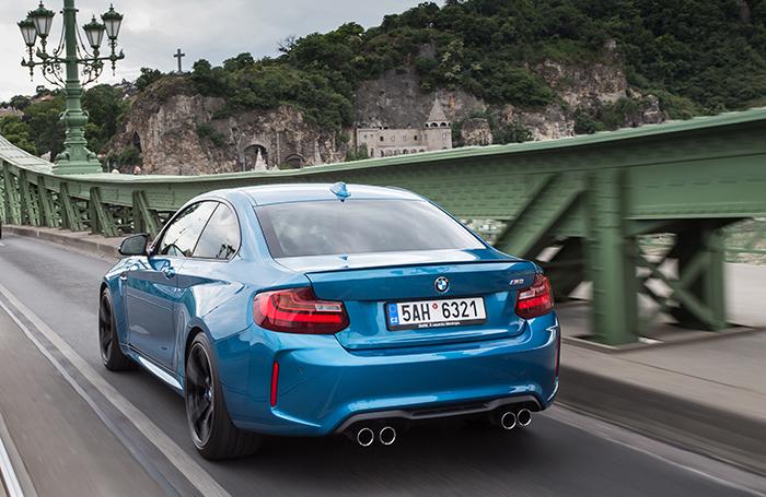 Met een BMW M2 vlammend over de Hungaroring