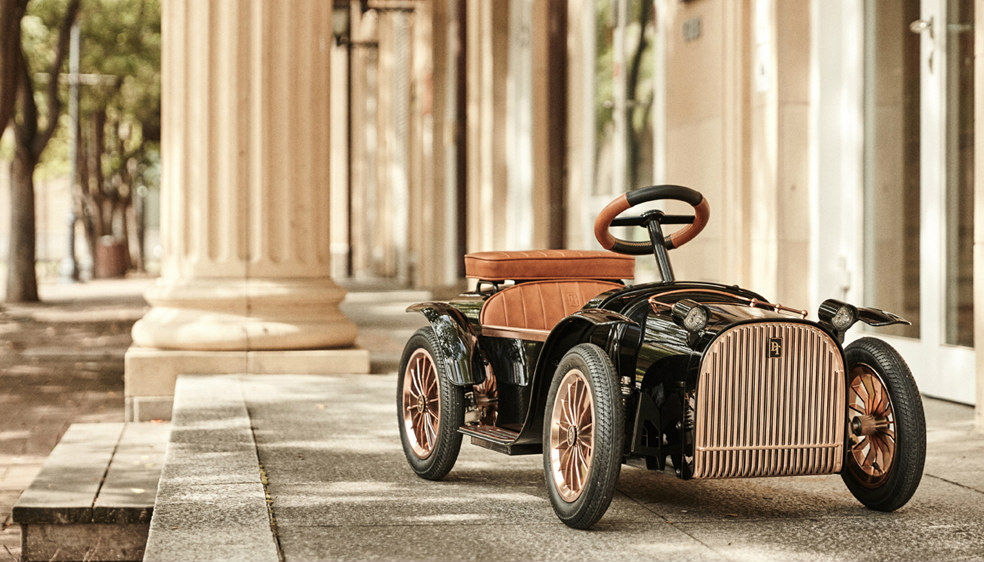 Dthrone-Luxury-car