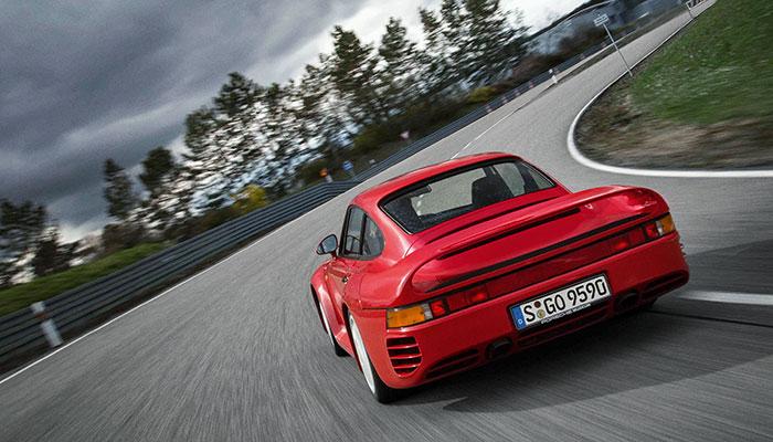 De 3D-print hype komt langzaam maar zeker op stoom. Dat is goed nieuws voor eigenaren van een oude Porsche: de Duitse sportwagenfabrikant kan nu namelijk onderdelen printen voor je Porsche.