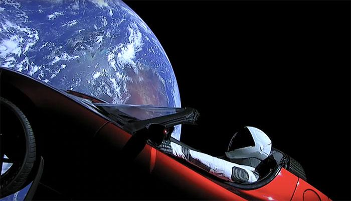 Hier check je waar Elon Musk's Tesla Roadster precies is in de ruimte.