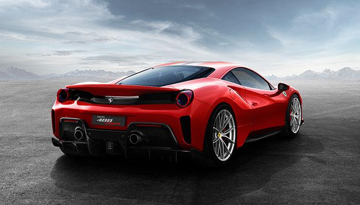 Het was een goede week voor autominnend Nederland. Ferrari trok het digitale doek van de 488 Pista, Porsche presenteerde de gifgroene nieuwe GT3 RS en BMW deelde de prijzen van de gevleugelde i8 Roadster. Wij praten je in één klap bij op autogebied.