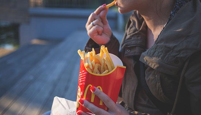 McDonald's schrapt Cheeseburger uit Happy Meal.