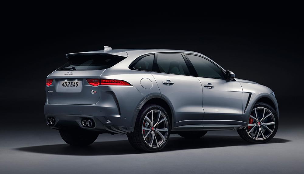 Als je dacht dat het niet bruter kon, komen de Britten met de Jaguar F-Pace SVR. Een SUV met supercargenen, om het kort samen te vatten. Bonkers!