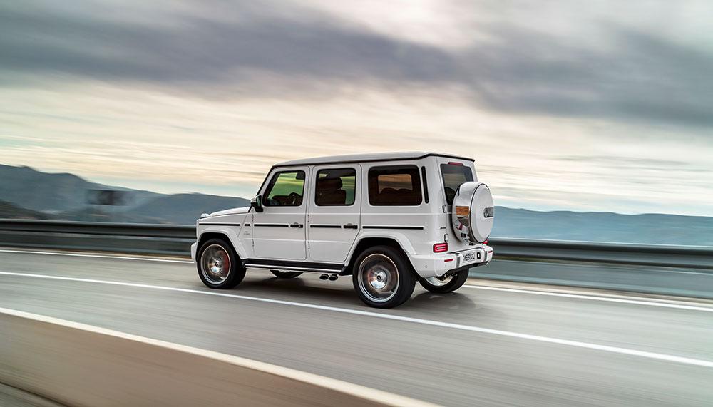 Een Range Rover Sport had 'ie al, de offroad-Bentley waar we eerder over schreven heeft 'ie laten staan. Maar welke auto heeft de rapper dan wel gekocht? We presenteren u: de nieuwe auto van Lil' Kleine.