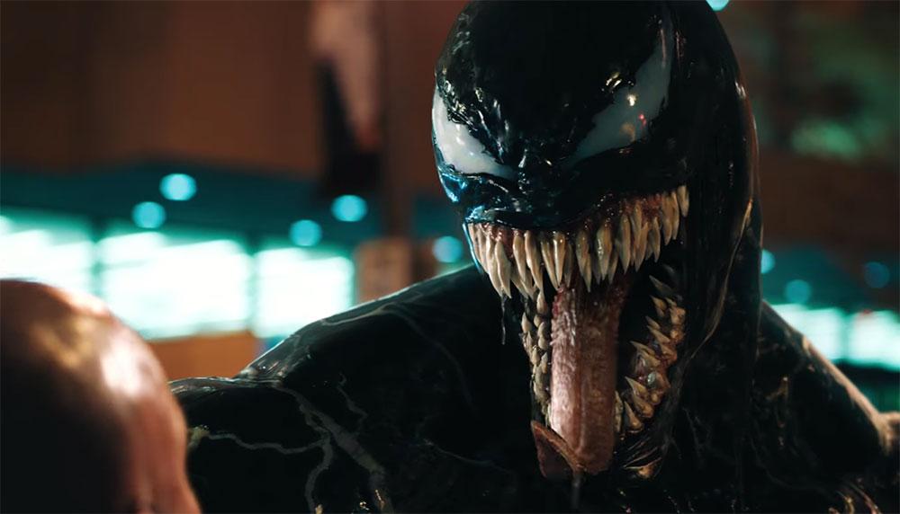 Goed nieuws voor de Venom-fans. De superschurk uit het Spiderman-universum laat zich eindelijk zien in de nieuwste trailer van de komende blockbuster Venom.