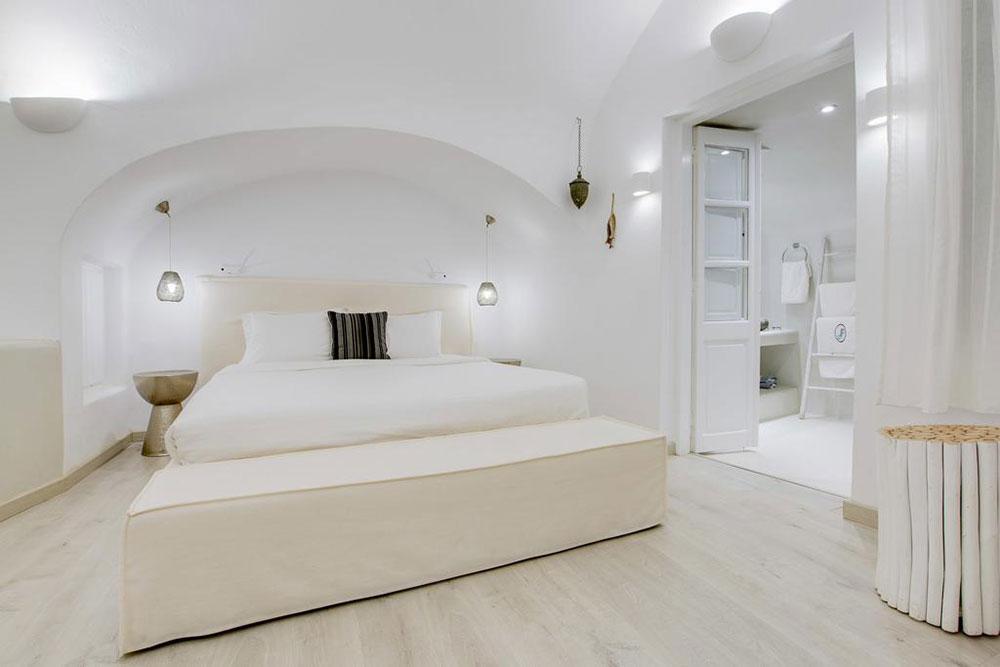 Zonnetje, mooi hotelkamertje, zwembadje erbij, uitzicht op zee. Klinkt goed? Het kan beter. Bij Dana Villas in het Griekse plaatsje Firostefani heb je namelijk je eigen infinity pool die begint in je hotelkamer en zo doorloopt naar buiten.