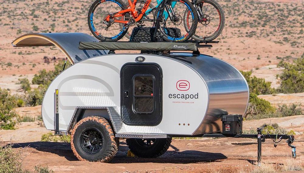 Dankzij de caravans van Escapod kunnen we de term 'sleurhut' in een klap uit ons vocabulaire schrappen. Met deze offroad caravan overleef je zelfs de zombie apocalyps.