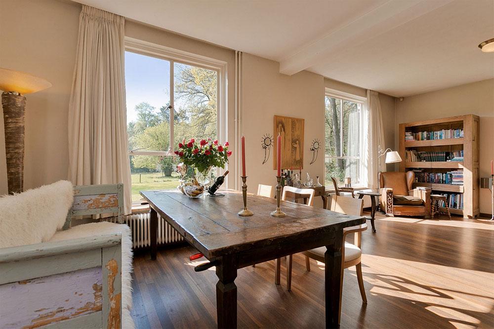 In het plaatsje Garderen staat een vrijstaande woning van 144 vierkante meter te koop. Allemaal leuk en aardig. Tot je de prijs van het stulpje hoort. 10 miljoen euro. Hoe dan?