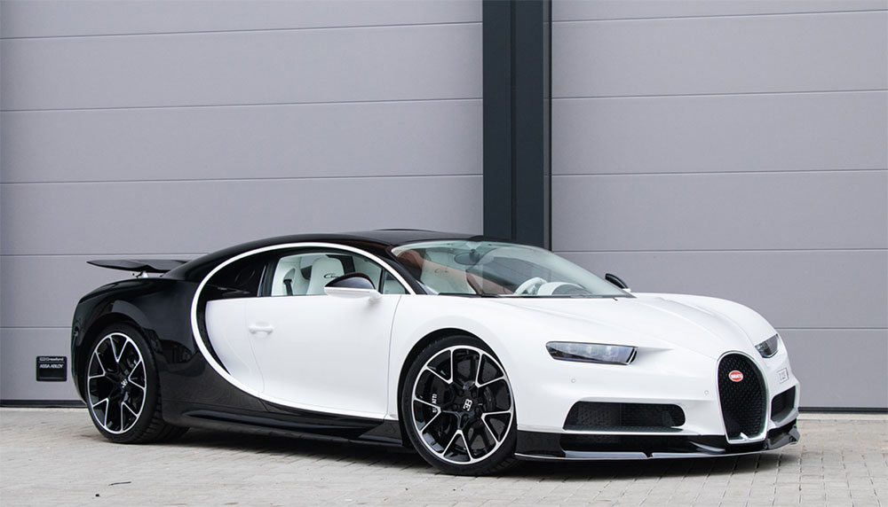 Hoewel de Bugatti Chiron een ruime drie miljoen euro kost, zijn er inmiddels drie Chirons in Nederlandse handen. En daar blijft het niet bij. We presenteren je met gepaste trots alle Bugatti Chirons van Nederland.