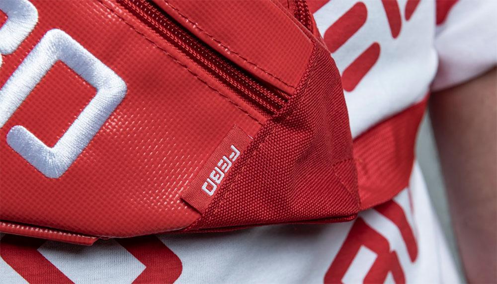 Rapper Donnie pakte er afgelopen weekend op Pinkpop al shine mee: een fanny pack met daarop het logo van FEBO. Vanaf vandaag is de volledige festivalcollectie van de snackgigant te koop. En geloof ons: die wil je hebben.