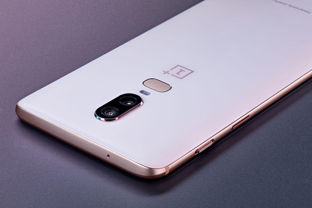 Dus jij hebt wel oren naar de heetste én coolste smartphone van dit moment? Wie weet heb jij aan het eind van het liedje een gratis OnePlus 6 Silk White.