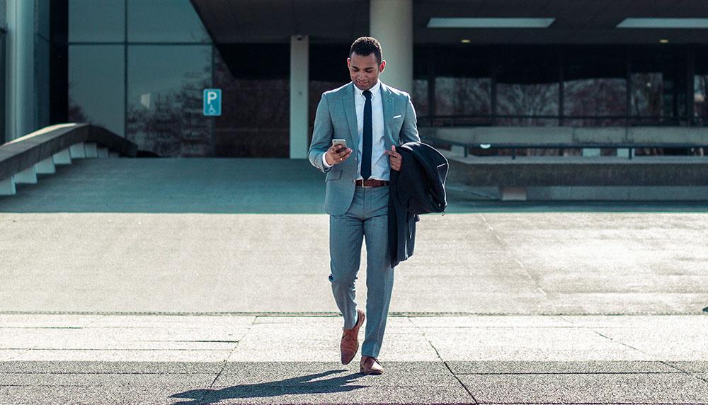 Met 40 graden Celsius in het vooruitzicht moet vrijwel niemand er aan denken om een pak te dragen. No sweat: zo blijf je koel als je een pak draagt.