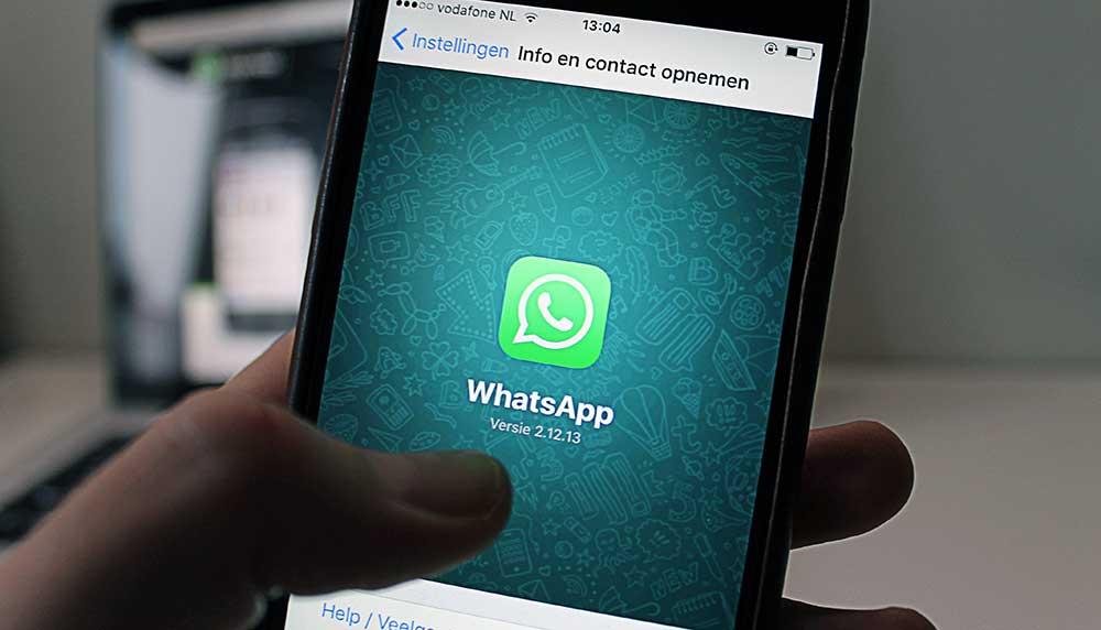 Langzaam maar zeker wordt chatdienst Whatsapp meer verFacebookt. Nu maakt Facebook de volgende onvermijdelijke stap: advertenties op Whatsapp.