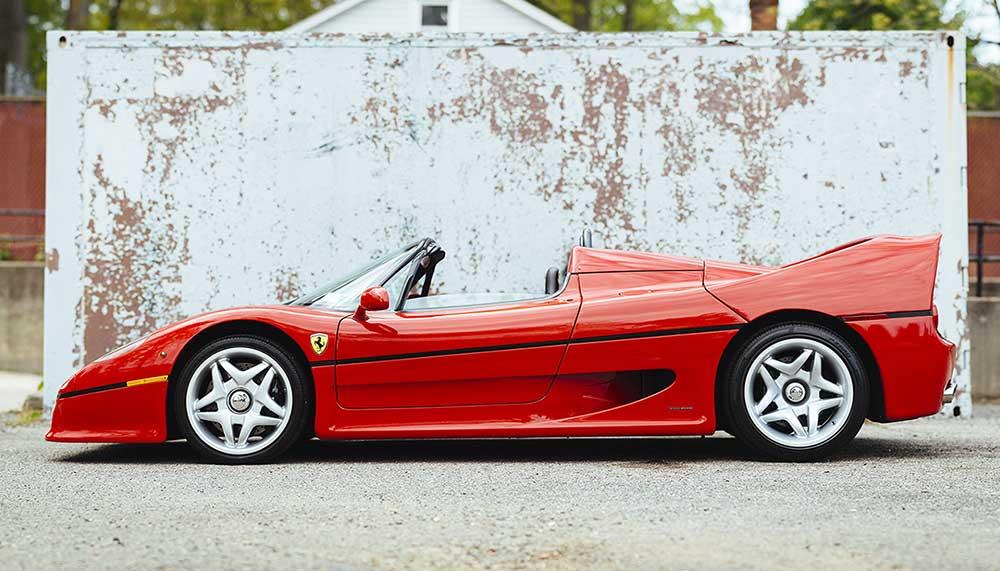 Pssst, altijd al een stukje autogeschiedenis willen hebben? Dan is dit je kans: de eerste Ferrari F50 staat te koop.
