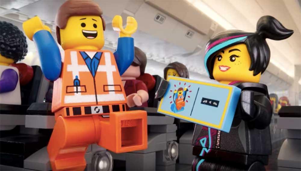 Normaal is die veiligheidsinstructie een noodzakelijk kwaad, maar dat gaat niet op voor de Lego safety video van Turkish Airlines.