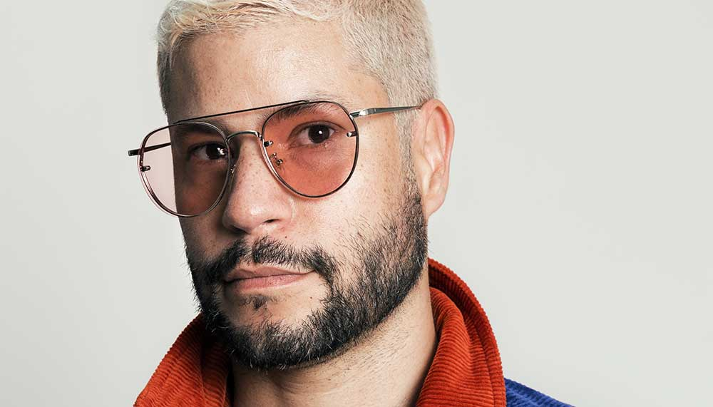 Ja, ook Pete Philly weet dat het een sociale faux-pas is om altijd maar een zonnebril te dragen. Maar hij doet dat niet zonder reden.