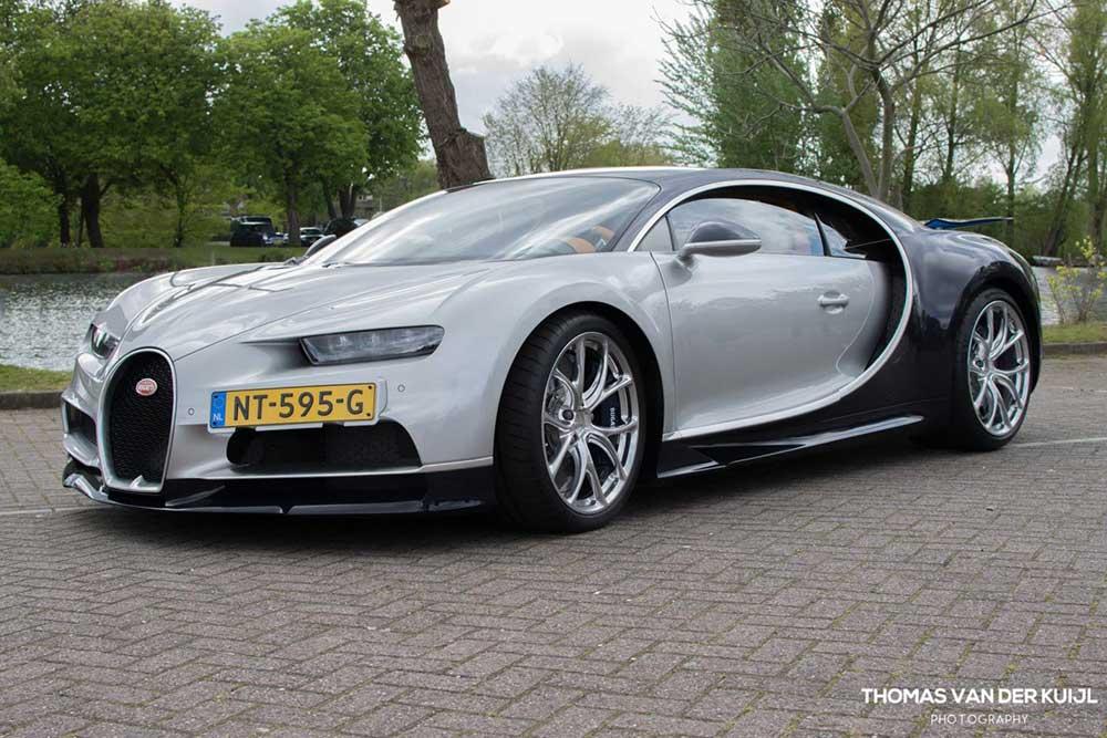 Een bescheiden roedel Chirons vond haar weg richting Nederland. Tot nu toe werden vier Nederlandse Bugatti Chirons op gele platen gezet.