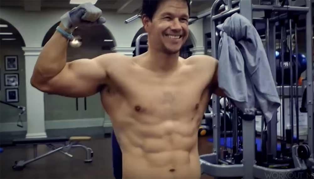 Met een beetje sporten en fit zijn is niks mis. Vinden wij ook. Maar het trainingsschema van Mark Wahlberg gaat wellicht een tikkie ver.