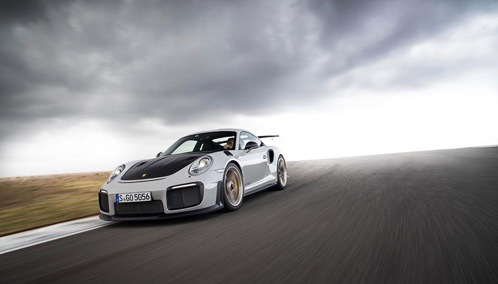 Als je héél wanhopig bent en per se dat ene speciaaltje van Porsche wilt hebben, kun je altijd nog je privé eiland ruilen tegen een Porsche 911 GT2 RS.