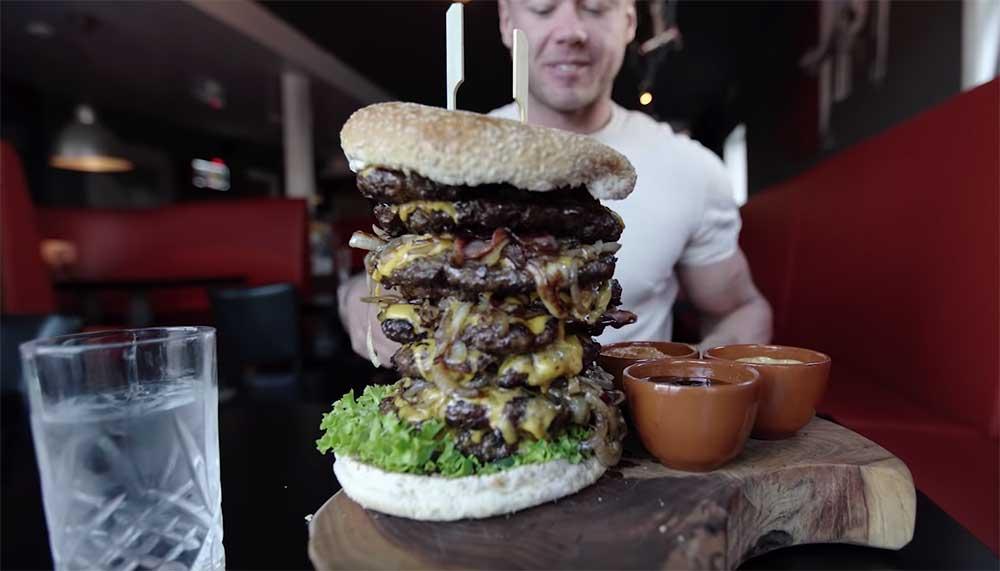 Burgers van Barneveld in, eh Barneveld dus, verkoopt een hamburger met 2,7 kilo aan rundvlees. Is dit de grootste hamburger van Nederland?