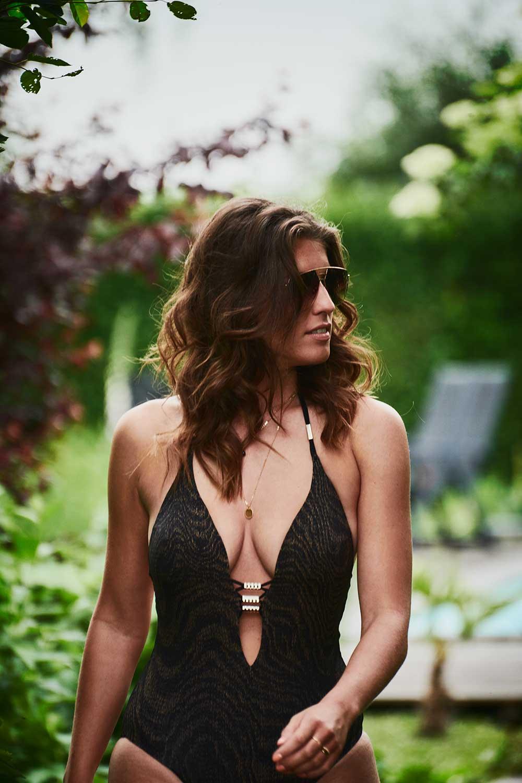 Als het interview met Greatest Man 2018 Wilfred Genee niet genoeg is, kun je de nieuwe JFK altijd nog kopen voor de sexy Marieke Elsinga.