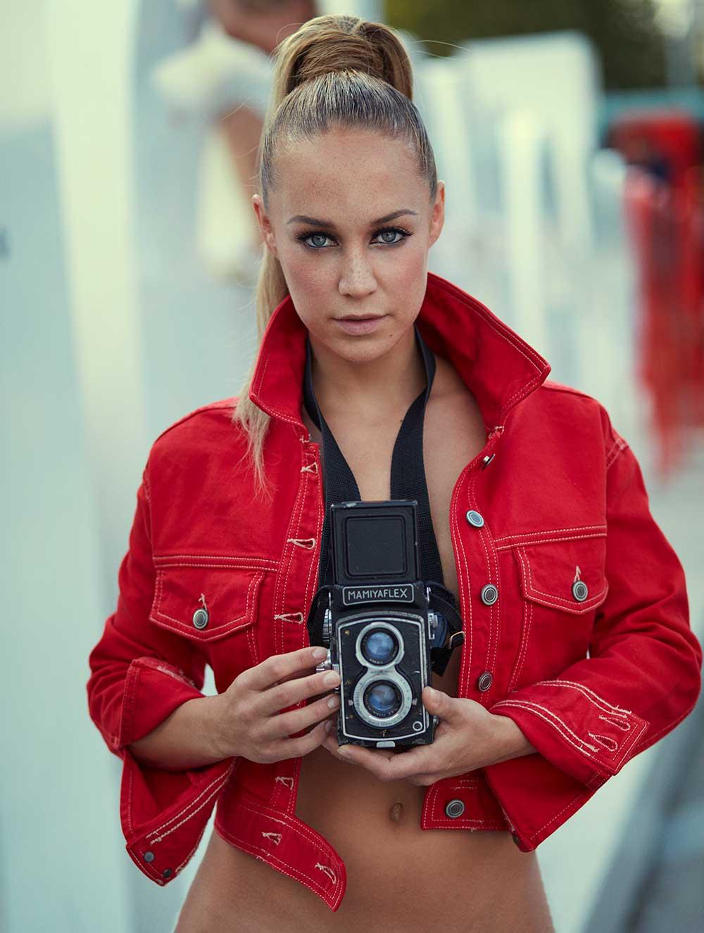 Alle sexy foto's van Anouk Maas uit JFK