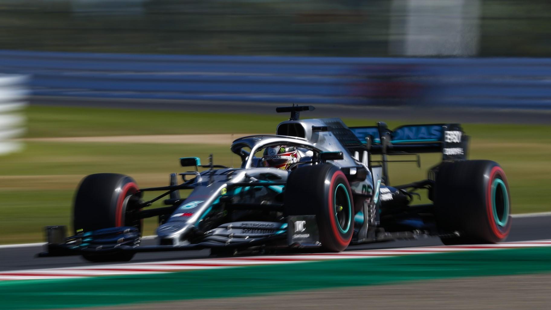 Lewis Hamilton linksvoor