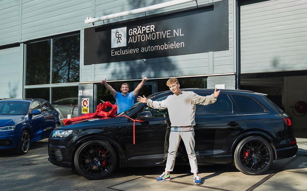 Rapper Snelle heeft een nieuwe auto