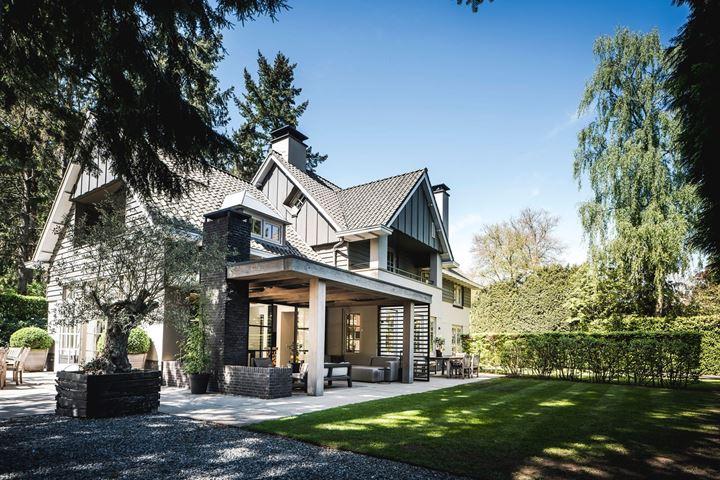 Blaricumse villa Jeroen der Boom te koop