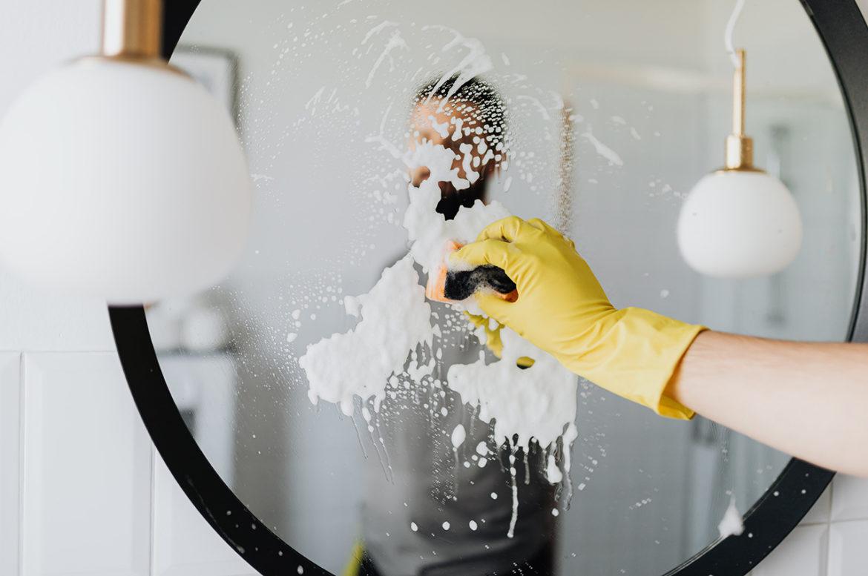 Mannen die helpen in het huishouden aantrekkelijker volgens onderzoek