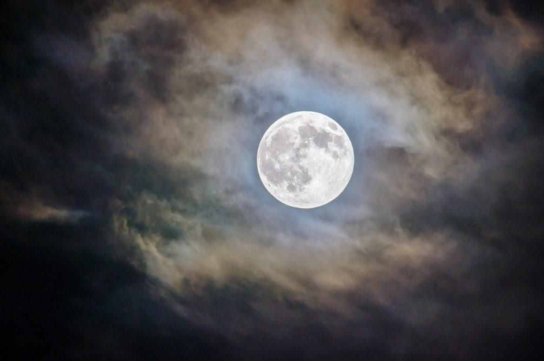 Blauwe maan Halloween 2020