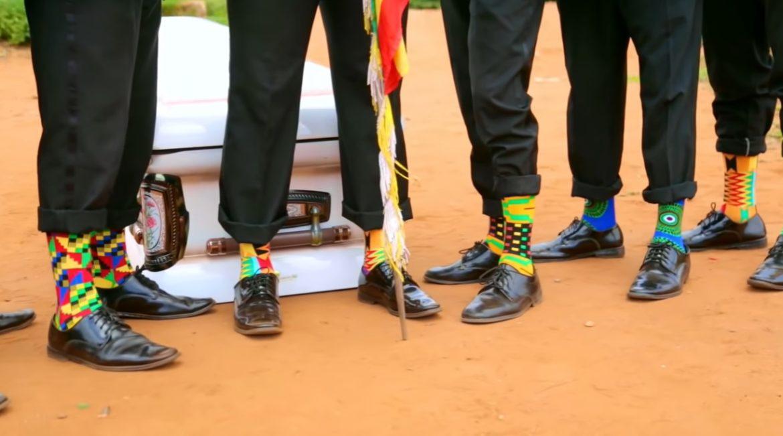 Coffin Dance Crew komt met matching sokken en mondkapjes