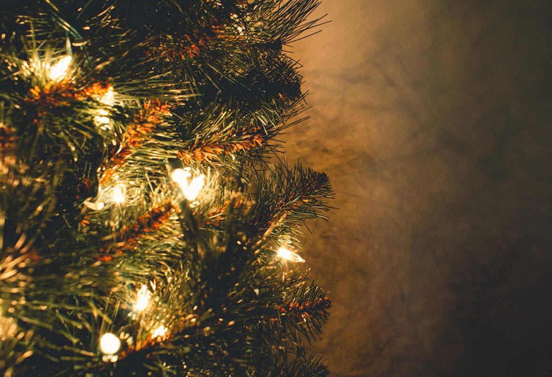 KerstbooKerstboom origineel optuigen? Laat de ballen achterwegem origineel optuigen: zonder ballen