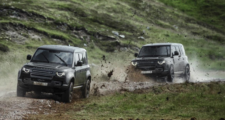 Auto's in nieuwe James Bond zijn complete tegenpolen