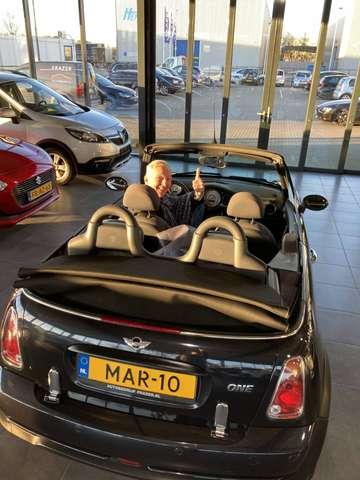 Martien Meiland zet MINI One Cabrio te koop