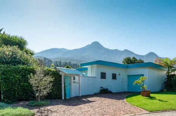 Te koop: Zomers huis met zwembad voor ruim 150.000 euro