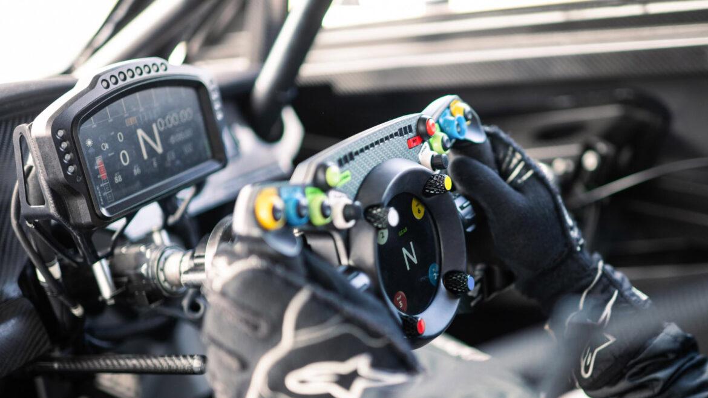 Fanatec Bentley GT3-stuur in de auto 2