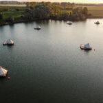 Kamperen op een vlot varen