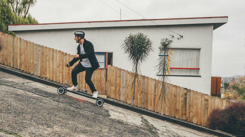 Evolve Hadean Carbon elektrisch skateboard running