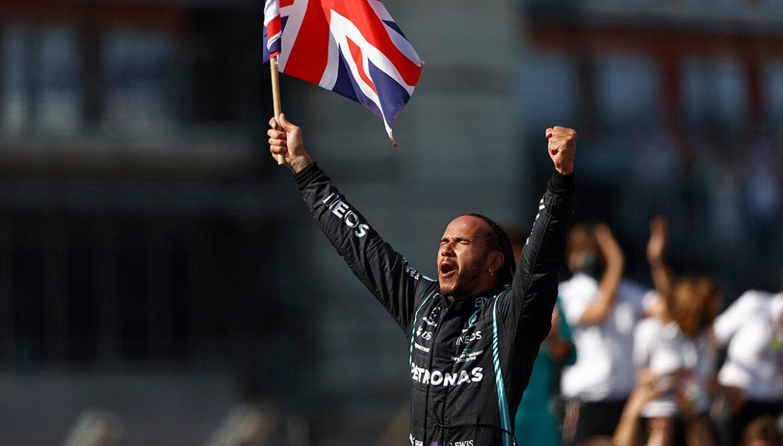 Mogelijk toch strengere straf voor Hamilton na crash met Verstappen