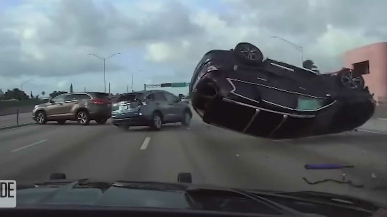 Heftige crash met drie SUV's is actiefilm-waardig
