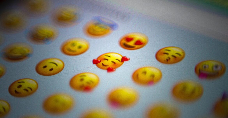 Welke emoji's moet je wel én niet gebruiken om in de smaak te vallen