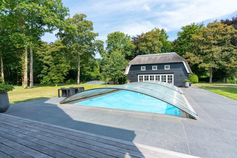 Te koop: Prachtige villa met zwembad in de duinen van Rockanje