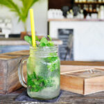 Drie heerlijke drankjes om een zomerse borrel in huis te halen