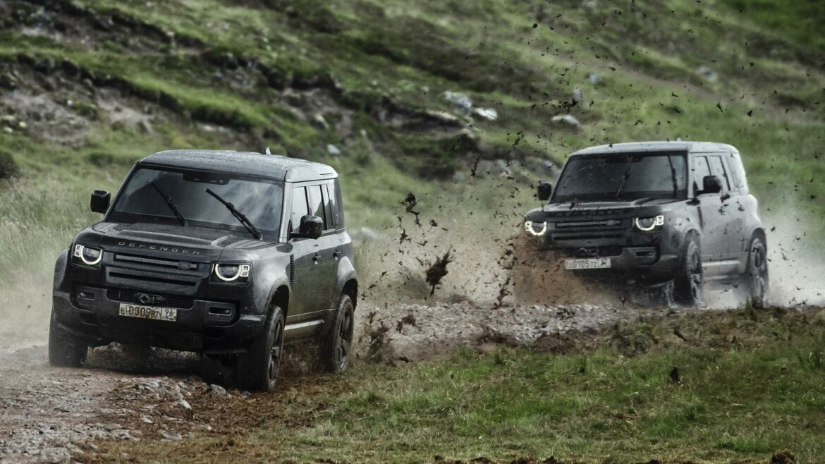 Land Rover Defenders James Bond No Time To Die